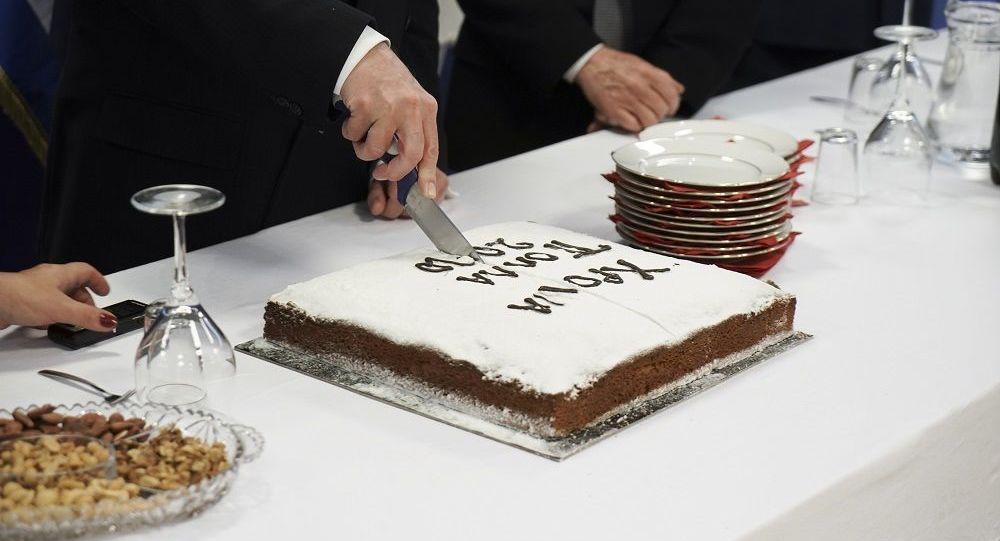 Η «χρυσή» βασιλόπιτα του Βορίδη: Σάλος για τα…μόλις 12.000 ευρώ που θα ξόδευαν για κοπή πρωτοχρονιάτικης πίτας στο Υπουργείο! (ΦΩΤΟ)