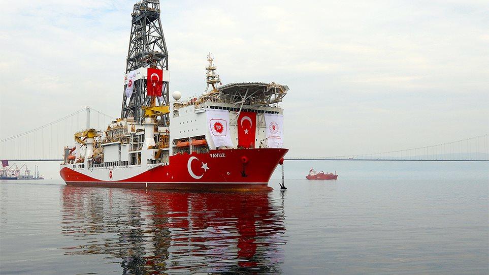 Στο «Γιαβούζ» ο Τούρκος υπ. Ενέργειας: Συνεχίζονται οι γεωτρήσεις, θα φέρουμε κι άλλο πλοίο!