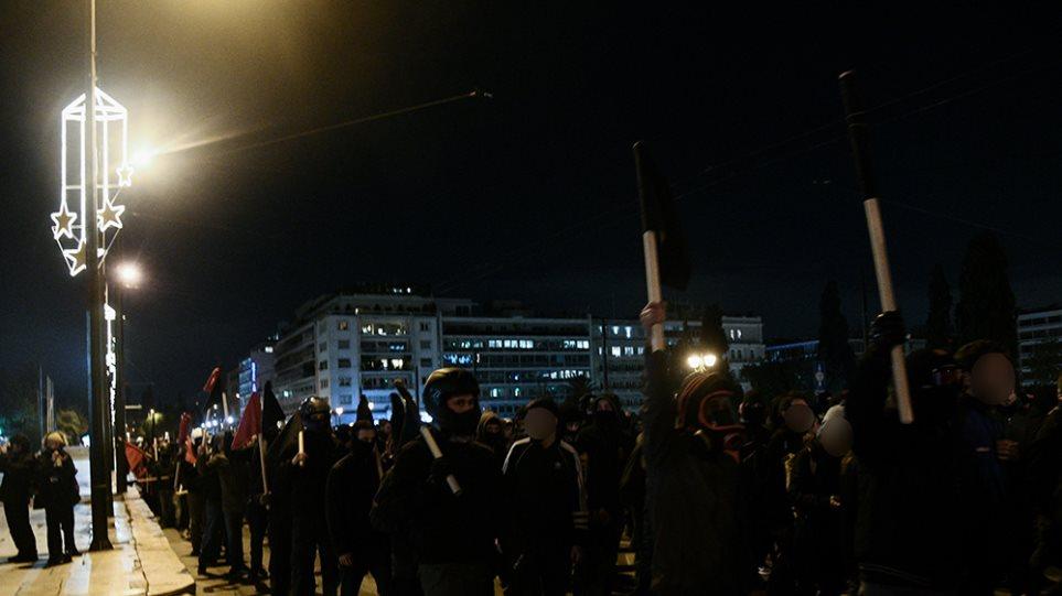 Επέτειος Γρηγορόπουλου: Ειρηνική η πορεία στην Αθήνα – Μικροεπεισόδια στα Εξάρχεια! (βιντεο)