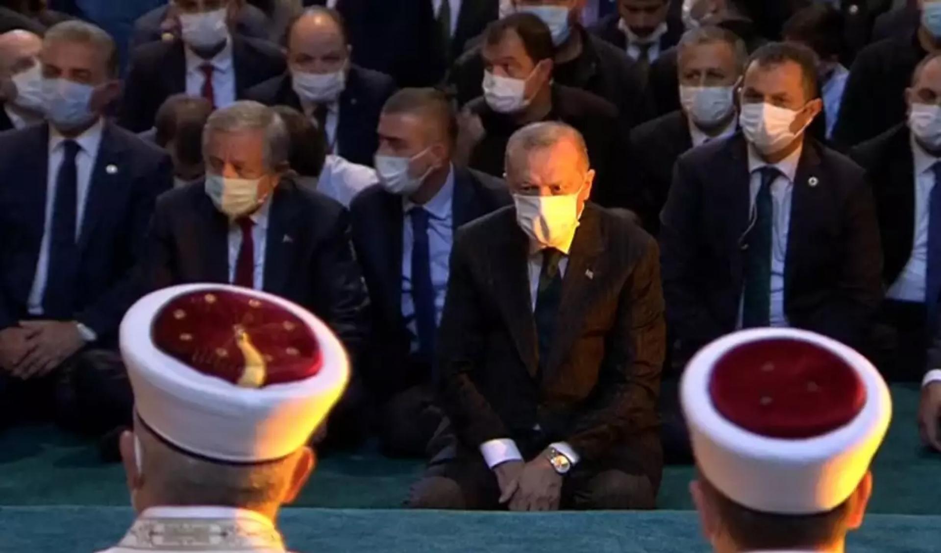 """ΕΙΚΟΝΕΣ – ΣΟΚ! Η στιγμή που οι μουεζίνηδες καλούν σε προσευχή στη Βασιλεύουσα – Ερντογάν: """"Η Αγιά Σοφιά έγινε και πάλι τζαμί"""" (ΒΙΝΤΕΟ)"""