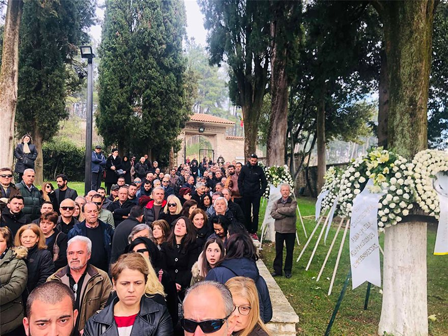 Θεόδωρος Νιτσιάκος: Πλήθος κόσμου στα Ιωάννινα για το τελευταίο αντίο (ΒΙΝΤΕΟ)