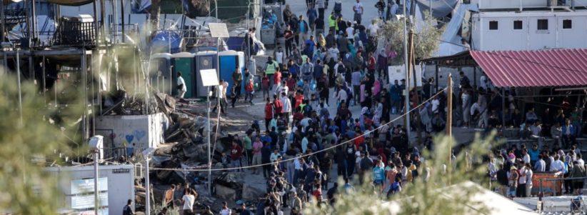 Ασφυξία» στα hot spot: Πενταπλάσιοι οι μετανάστες στη Μόρια ...