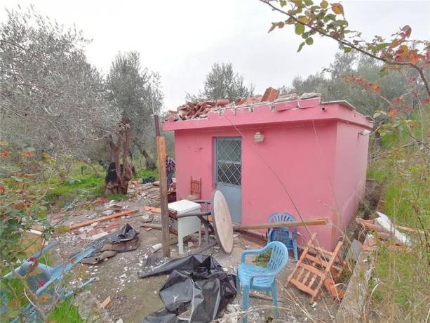 """ΑΠΙΣΤΕΥΤΕΣ ΚΑΤΑΣΤΑΣΕΙΣ! Εικόνες-σοκ από την Μόρια: Αλλοδαποί λεηλάτησαν εκκλησία – """"Αδειάζουν"""" σπίτια & καταστρέφουν ελιές! (φωτο&βιντεο)"""