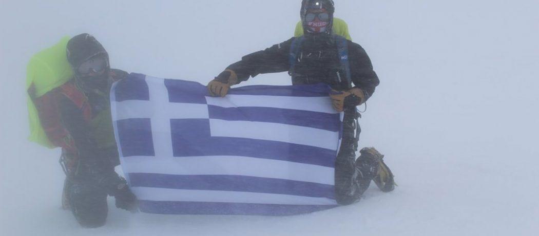 H MYA «κατακτάει» τον Καύκασο: Η ελληνική Σημαία κυμάτισε στην ψηλότερη κορυφή της Ευρώπης