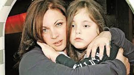 «Ο μπάσταρδος ο γιος σου πότε θα πεθάνει; Εύχομαι να ψοφήσει»! Στη Δίωξη Ηλεκτρονικού Εγκλήματος η Νένα Χρονοπούλου μετά το μήνυμα-σοκ για το παιδί της… (ΦΩΤΟ)