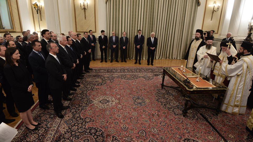 Νέα κυβέρνηση: Ορκίστηκαν με θρησκευτικό όρκο τα 51 μέλη του υπουργικού συμβουλίου