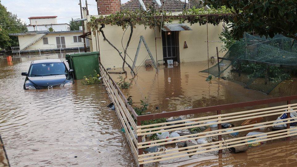 Τρεις οι νεκροί από την κακοκαιρία – Σε Θεσσαλία και Κεφαλονιά οι μεγαλύτερες καταστροφές (BINTEO)