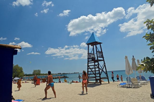 Άρση μέτρων: Ανοίγουν το Σαββατοκύριακο οι οργανωμένες παραλίες ενόψει καύσωνα!