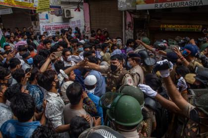 ΠΑΝΙΚΟΣ! Το lockdown της Ινδίας – Οι πρώτες εικόνες μετά την εντολή σε 1,3 δισ. ανθρώπους να κλειστούν σπίτια τους!