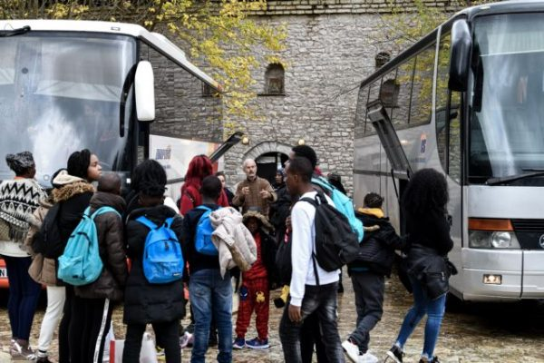 Χαμός στο κέντρο προσφύγων στην Ηλεία: Κάτοικος ξυλοκόπησε διερμηνέα – Εκλεισε η δομή! (Φωτο)