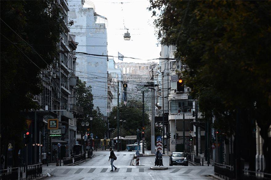Σε lockdown από σήμερα ολόκληρη η χώρα! Άδεια πόλη η Αθήνα! Όσα επιτρέπονται και όσα απαγορεύονται – Τα πρόστιμα