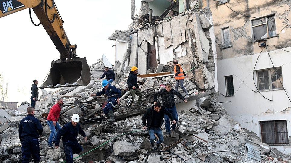Φονικός σεισμός 6,4 Ρίχτερ στην Αλβανία: Τουλάχιστον 6 νεκροί και 300 τραυματίες! Συγκλονιστικές εικόνες από τη διάσωση ενός μικρού αγοριού από τα ερείπια – Προσοχή, πολύ σκληρό βίντεο!