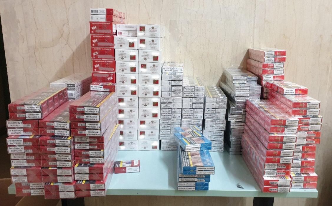 «ΜΠΟΥΚΑ» της ΕΛ.ΑΣ. για πρώτη φορά στο προαύλιο της ΑΣΟΕΕ -Τρεις συλλήψεις για λαθραία τσιγάρα! (ΦΩΤΟ)
