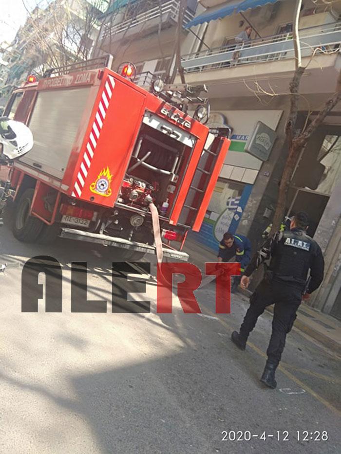"MEΓΑΛΗ ΠΥΡΚΑΓΙΑ σε πολυκατοικία στο κέντρο της Αθήνας! Επί τόπου ισχυρές δυνάμεις της Πυροσβεστικής και άνδρες της Ομάδας ΔΙΑΣ! (ΦΩΤΟΡΕΠΟΡΤΑΖ ""Alerttv"")"