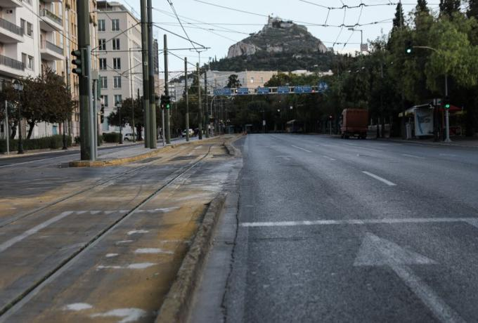 Βατόπουλος: «Ελαττώνονται αλλά παραμένουν πολλά τα κρούσματα – Έχουμε καιρό ακόμα για άρση των μέτρων»