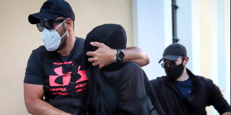 Επίθεση με βιτριόλι: Προσωρινά κρατούμενη η 35χρονη -Της ασκήθηκε δίωξη για κακούργημα