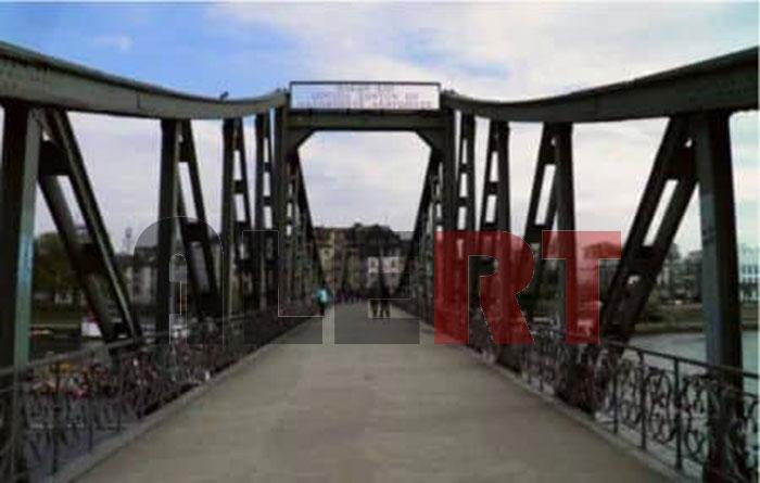 Κι όμως! Προκαλεί ΔΕΟΣ! Η γέφυρα της Φρανκφούρτης … μιλάει αρχαία ελληνικά! (ΦΩΤΟ ALERT)