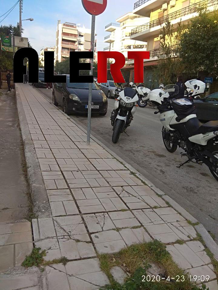 """Άνδρας απειλούσε να πέσει από μπαλκόνι πολυκατοικίας στη Γλυφάδα! Στο σημείο άνδρες της ομάδας ΔΙΑΣ Αθηνών και διαπραγματευτές! (ΦΩΤΟ """"ALERT"""")"""