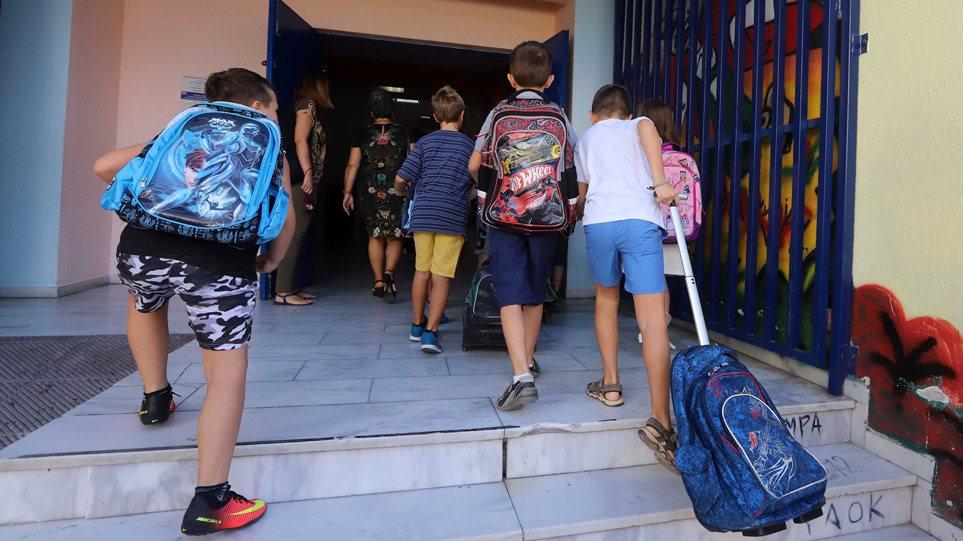 """Δημοτικά σχολεία: Ετοιμάζονται να ανοίξουν από την 1η Ιουνίου – ΔΕΙΤΕ γιατί ο Τσιόδρας άναψε """"πράσινο φως""""!"""