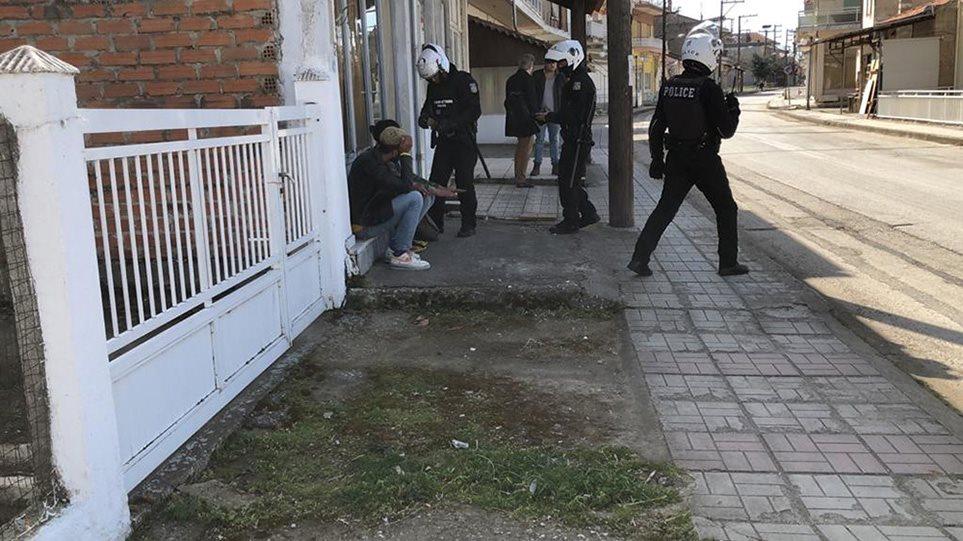 Παράνομοι μετανάστες συλλαμβάνονται από την ομάδα ΔΙ.ΑΣ στις Καστανιές – Βίντεο