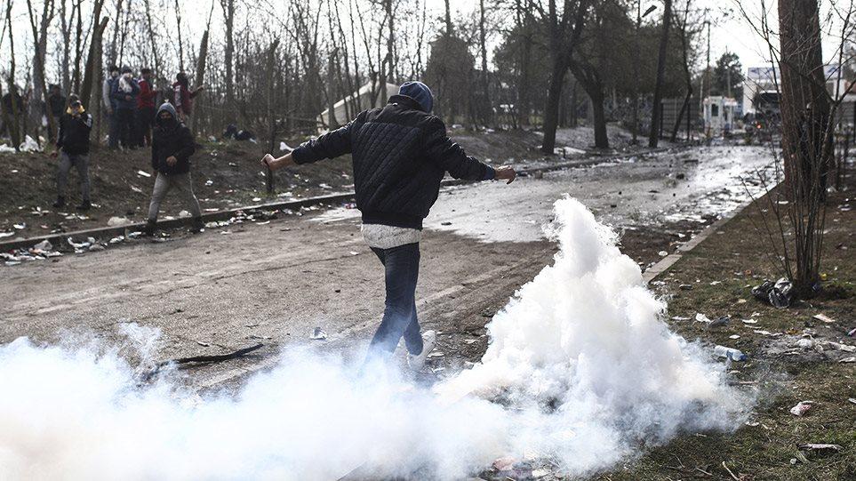 Μετανάστες – Έβρος: Βίντεο-ντοκουμέντο από την πρώτη γραμμή – Δακρυγόνα και πετροπόλεμος