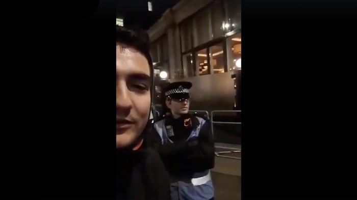 Σπαρταριστό ΒΙΝΤΕΟ! Έλληνας βρίζει Βρετανό αστυνομικό και αυτός του απαντά σε άπταιστα ελληνικά! Κατέβασε την κάμερα κακήν κακώς!