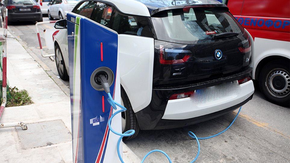 Ηλεκτρικά αυτοκίνητα: Τα κίνητρα για την αγορά τους – Επιδότηση έως €8.000 για ηλεκτροκινούμενα ταξί!