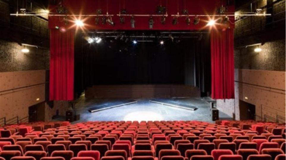 Να κινηθεί η Δικαιοσύνη αυτεπάγγελτα ζητά ο Νίκος Σ., που κατήγγειλε σεξουαλική κακοποίηση από σκηνοθέτη
