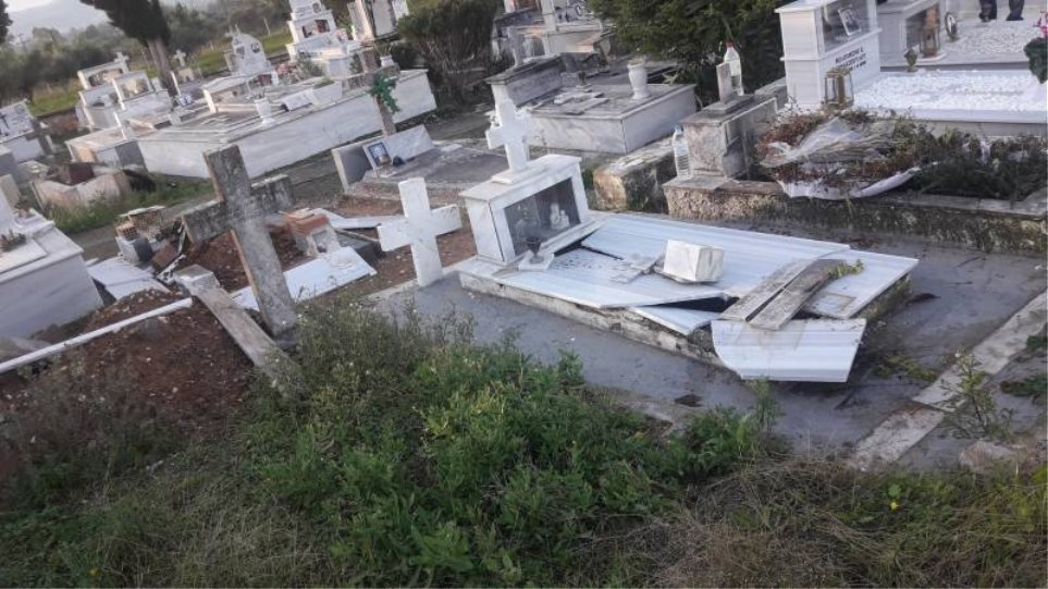 Καλαμάτα: Μαθητές ξέθαψαν πτώμα και το έβαλαν να κοιτά την είσοδο του νεκροταφείου