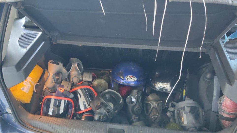 Κοντάρια, κράνη, αντιασφυξιογόνες μάσκες σε έλεγχους στο κέντρο της Αθήνας (ΦΩΤΟ)
