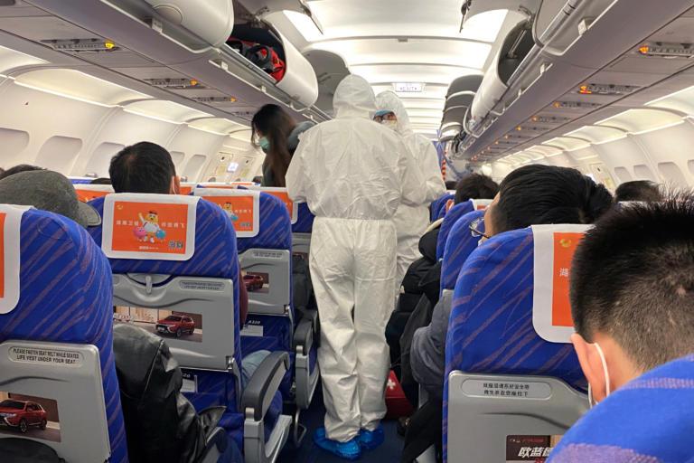 Κοροναϊός: Τέλος γεύματα, κουβέρτες και εφημερίδες σε πτήσεις από Κίνα! (ΒΙΝΤΕΟ)