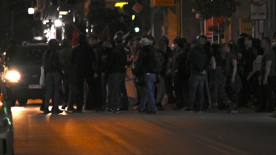 Επεισόδια στην Κυψέλη: Αντιεξουσιαστές σπάνε βιτρίνες στην πλατεία Αγίου Γεωργίου (ΒΙΝΤΕΟ)
