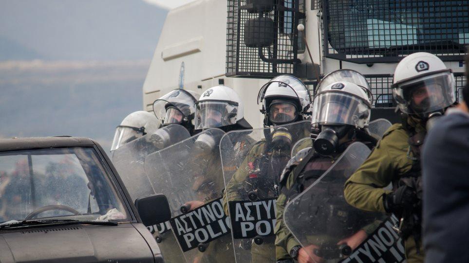 Πέτσας: Αποσύρονται από Χίο και Λέσβο οι δυνάμεις των ΜΑΤ που πήγαν για ενίσχυση!