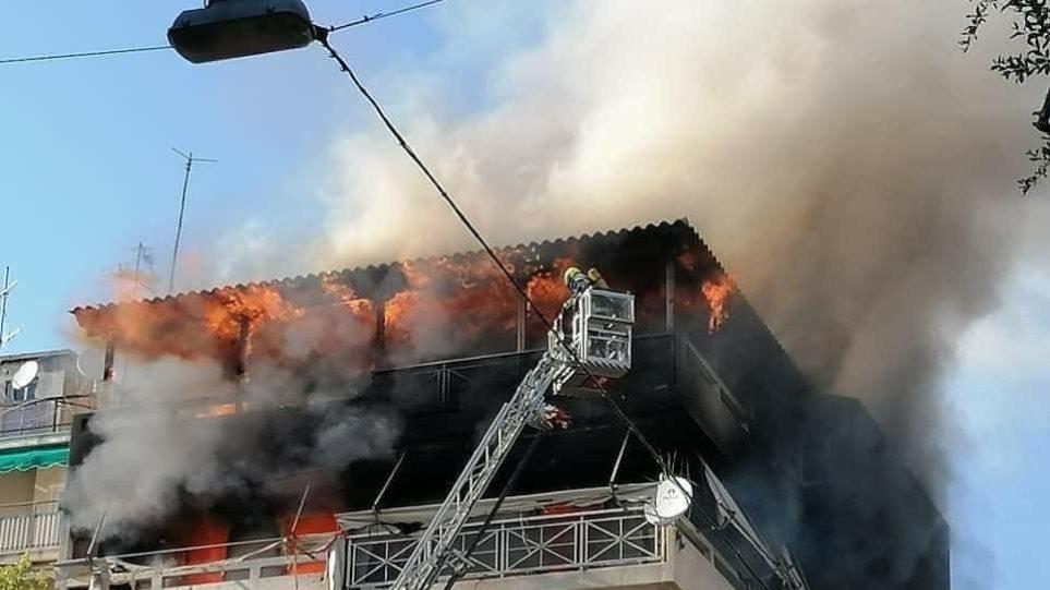 Συναγερμός Μ. Σαββάτο! Συγκλονιστικές εικόνες από τη φωτιά σε διαμέρισμα στα Πατήσια (ΦΩΤΟ)
