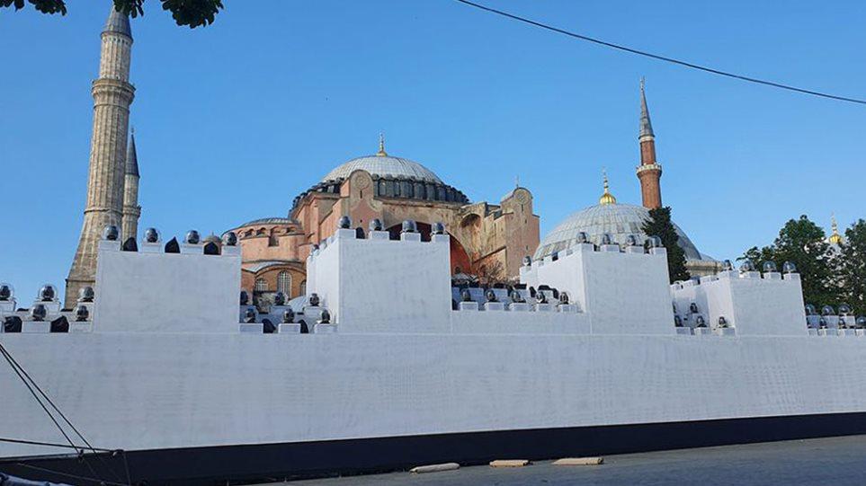 ΠΡΟΚΛΗΤΙΚΟΣ ξανά ο Ερντογάν! Σόου με ΨΕΥΤΙΚΟ τείχος έξω από την Αγιά Σοφιά ετοιμάζουν οι Τούρκοι! (ΒΙΝΤΕΟ)