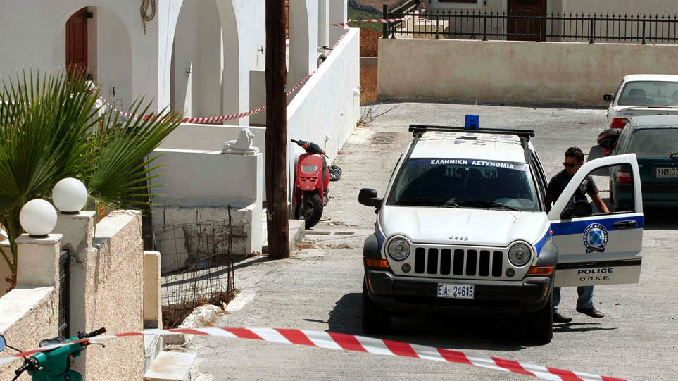 Σαντορίνη: 20χρονος Αλβανός σκότωσε τον ξενοδόχο στο ξύλο – Έλουσε το πτώμα με βότκα και του έβαλε φωτιά!
