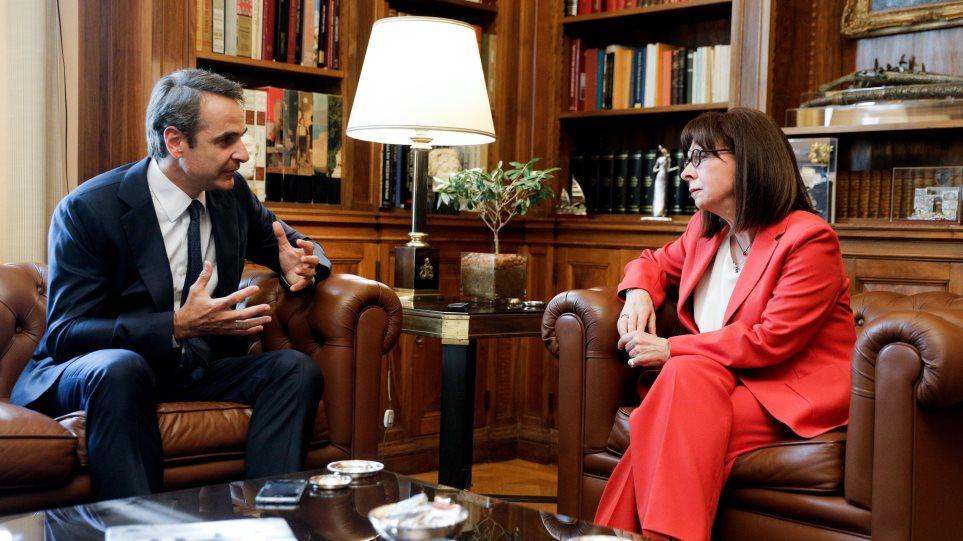 Συνάντηση Σακελλαροπούλου – Μητσοτάκη με μηνύματα στην Τουρκία: Θα αντιμετωπίσουμε τις προκλήσεις!