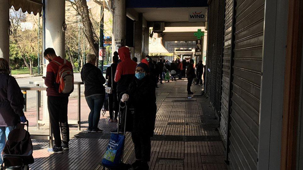 Κορωνοϊός: Τεράστιες ουρές στα σούπερ μάρκετ μετά το κλείσιμο της Κυριακής! (ΦΩΤΟ&ΒΙΝΤΕΟ)