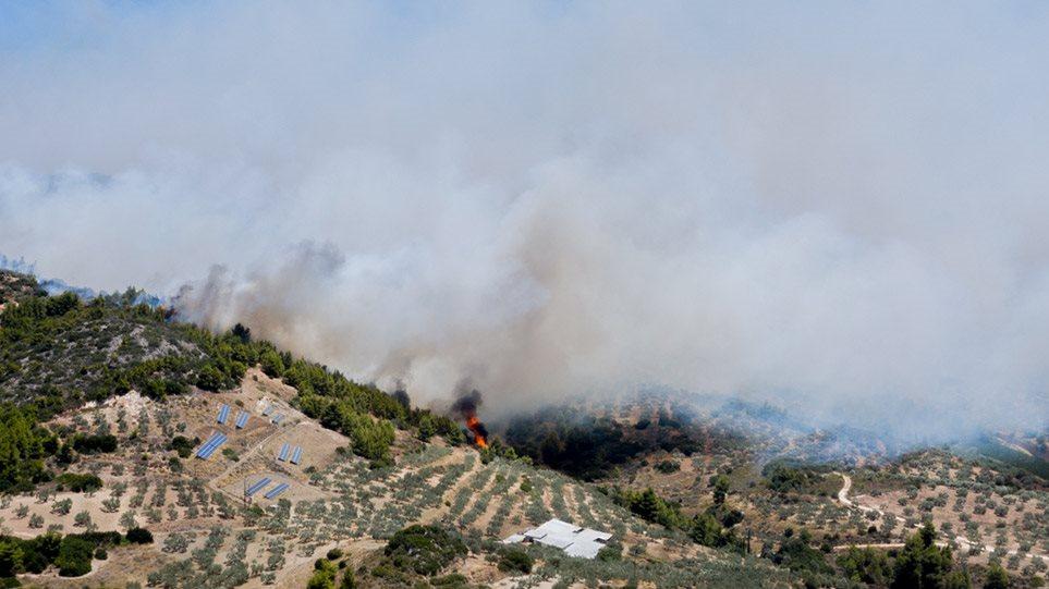 Ανεξέλεγκτη η φωτιά στην Κορινθία – Θρίλερ με την εκκένωση του Σοφικού! (φωτο)