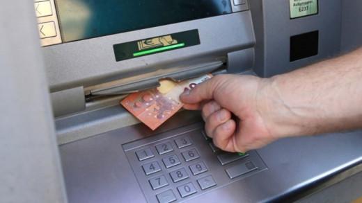 Θα μας «ρουφήξουν το αίμα» οι τράπεζες! ΔΕΙΤΕ τι άλλο θα μας χρεώνουν στις συναλλαγές!