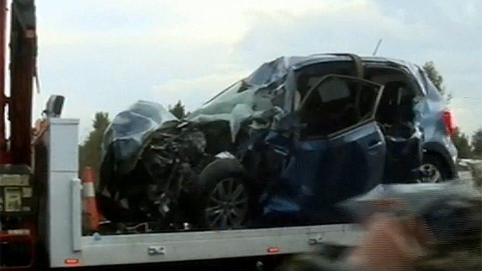 Σοβαρό τροχαίο στη λεωφόρο Σπάτων: Νεκρός νεαρός οδηγός – Το όχημά του συγκρούστηκε με φορτηγό! (ΒΙΝΤΕΟ)