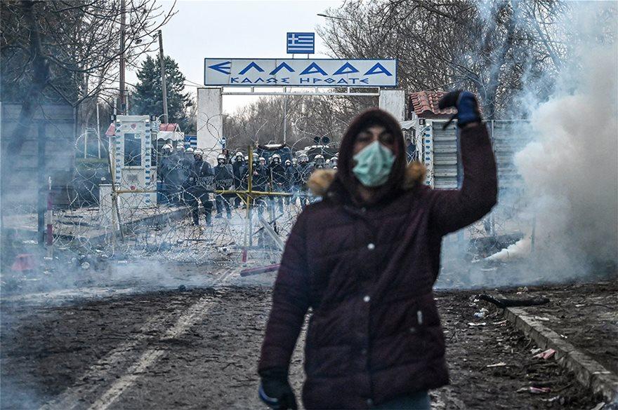 Μεταναστευτικό: Τούρκοι αστυνομικοί πετούν δακρυγόνα προς την ελληνική πλευρά! (ΒΙΝΤΕΟ)