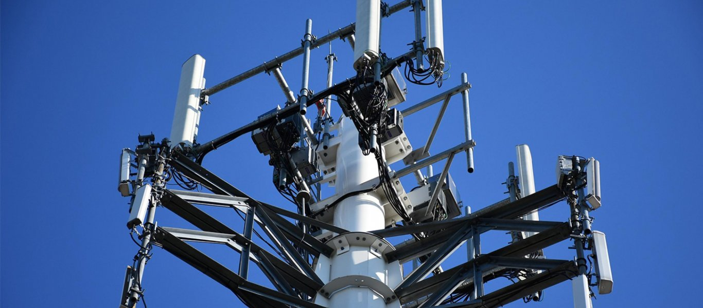Μαζικές επιθέσεις κατά του δικτύου 5G στην Βρετανία – Παρανάλωμα του πυρός πάνω από 50 κεραίες!
