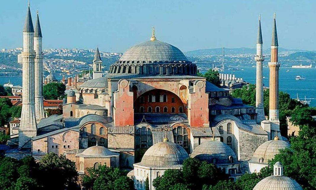 Τρομερή αποκάλυψη Τούρκου καθηγητή: Δείτε τι υπάρχει κάτω από την Αγιά Σοφιά!