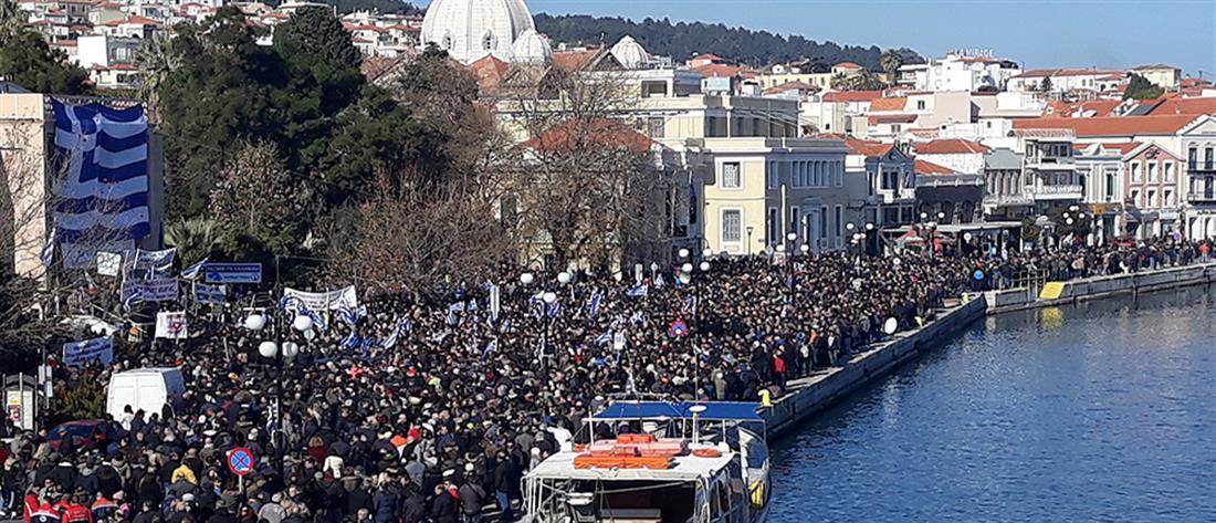 """«Παραλύει» το βόρειο Αιγαίο – Γενική απεργία για το μεταναστευτικό-προσφυγικό! """"Θέλουμε πίσω τα νησιά μας!"""" – Λαοθάλασσα με τις ελληνικές σημαίες στα χέρια! (φωτο&βιντεο)"""