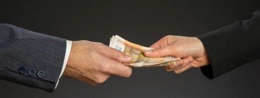 Κακούργημα ξανά το… φακελάκι δημοσίου υπαλλήλου – Πάει στη Βουλή το νομοσχέδιο!