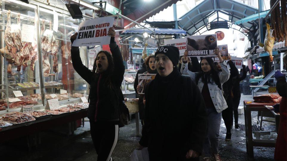 Θεσσαλονίκη: Παρέμβαση «vegan» ακτιβιστών για την Τσικνοπέμπτη – «Δεν είναι φαγητό, είναι βία» (ΦΩΤΟ)