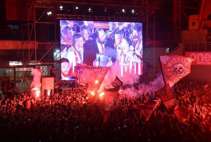 Πέτσας για τους οπαδούς έξω από το Καραΐσκάκη: «Δεν είναι η εικόνα που θέλουμε»