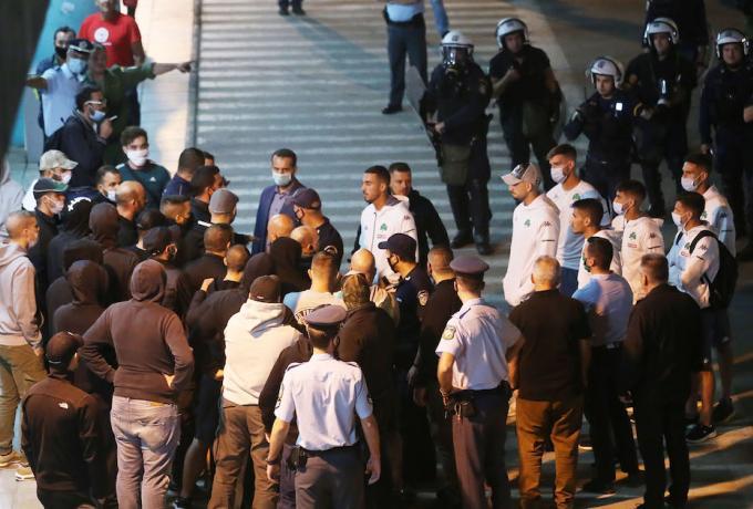 Αστυνομία και… άγριο κράξιμο στους παίκτες στην άφιξη του Παναθηναϊκού! (vid)