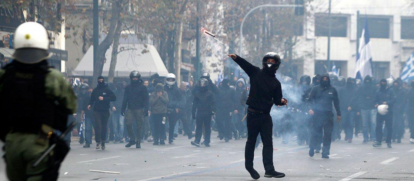 Πολυτεχνείο τώρα: Χιλιάδες πολίτες έχουν παραταχθεί απέναντι στις αστυνομικές δυνάμεις – Ρίψη χημικών